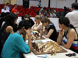 Chess Queen Alexandra Kosteniuk plays Swaminathan Soumya at the Istanbul Chess Olympiads